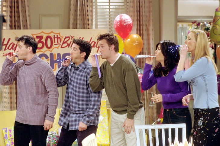 Cast members of NBC's comedy series 'Friends.' Pictured (l to r): Matt LeBlanc as Joey Tribbiani, David Schwimmer as Ross Geller, Matthew Perry as Chandler Bing, Courteney Cox as Monica Geller and Lisa Kudrow as Phoebe Buffay. Episode: 'The One Where They