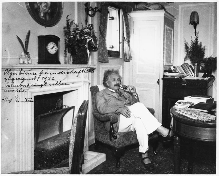 Einstein lounging