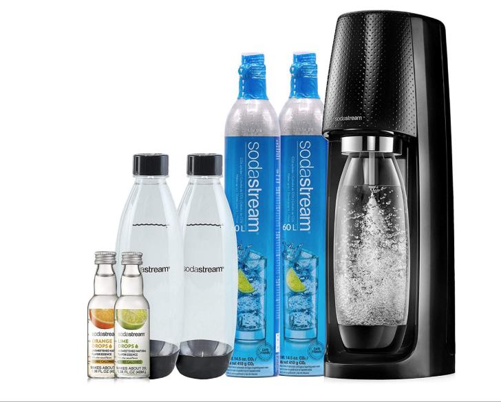 A SodaStream Fizzi Sparkling Water Makerbundle