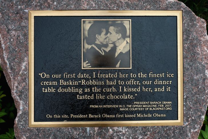 image of a plaque marking Michelle and Barack Obama's first kiss at a Baskin Robbins