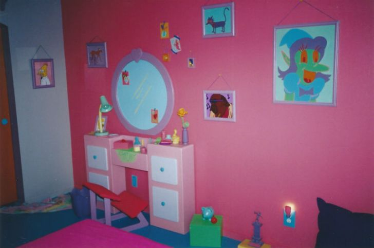 A dresser sits in a replica of Lisa Simpson's bedroom