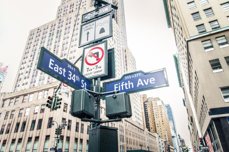 Image of New York City signs for the cross street between East 34th Street and 5th Avenue