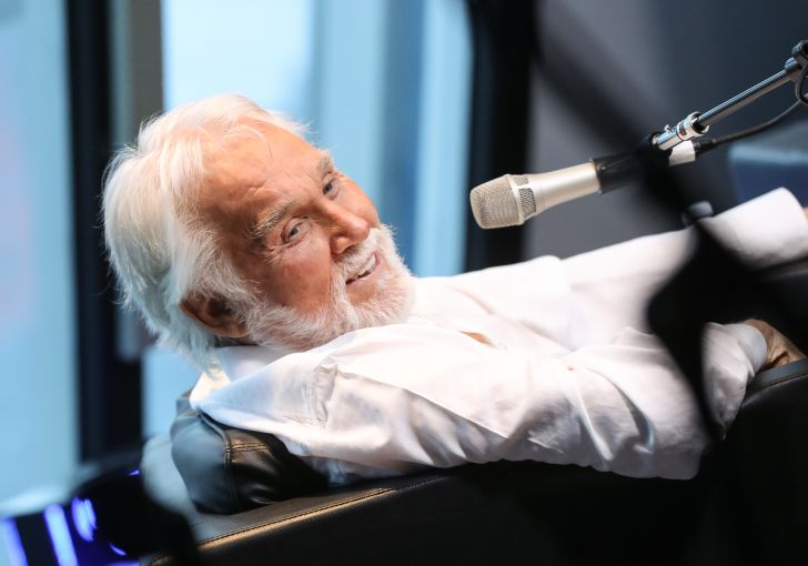 Image of Kenny Rogers, a country singer and fast food chicken afficiando
