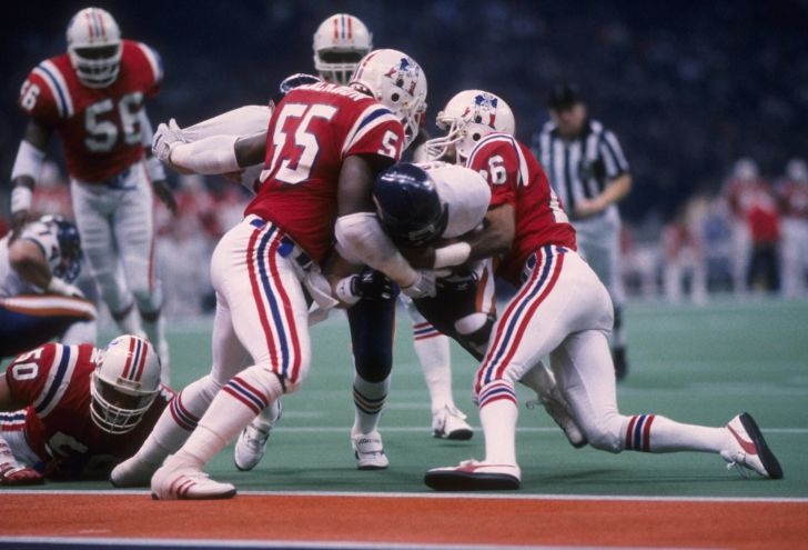 Quarterback Jim McMahon #9 of the Chicago Bears runs for a touchdown as Don Blackmon #55 and Raymond Clayborn #26 of the New England Patriots try to hold him during Super Bowl XX at the Louisiana Superdome in New Orleans, Louisiana on January 26, 1986