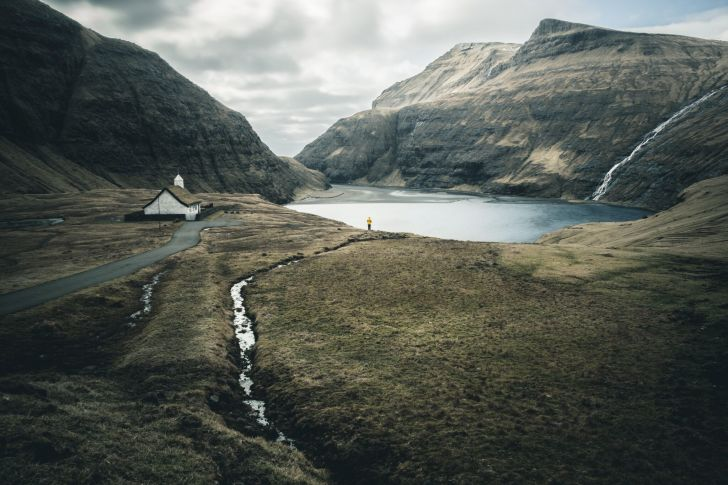 German photography community EyeEm has announced 100 finalists for their 2017 photo contest, including 20 shots of the great outdoors.