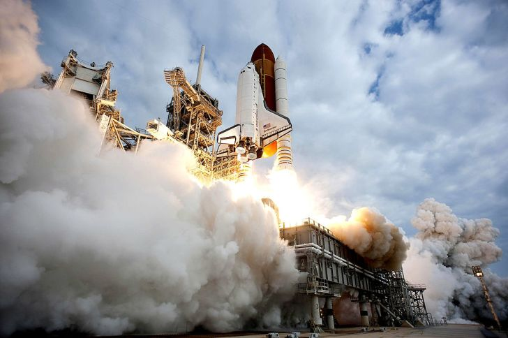 space shuttle Endeavour lifts off from Launch pad at Kennedy Space Center