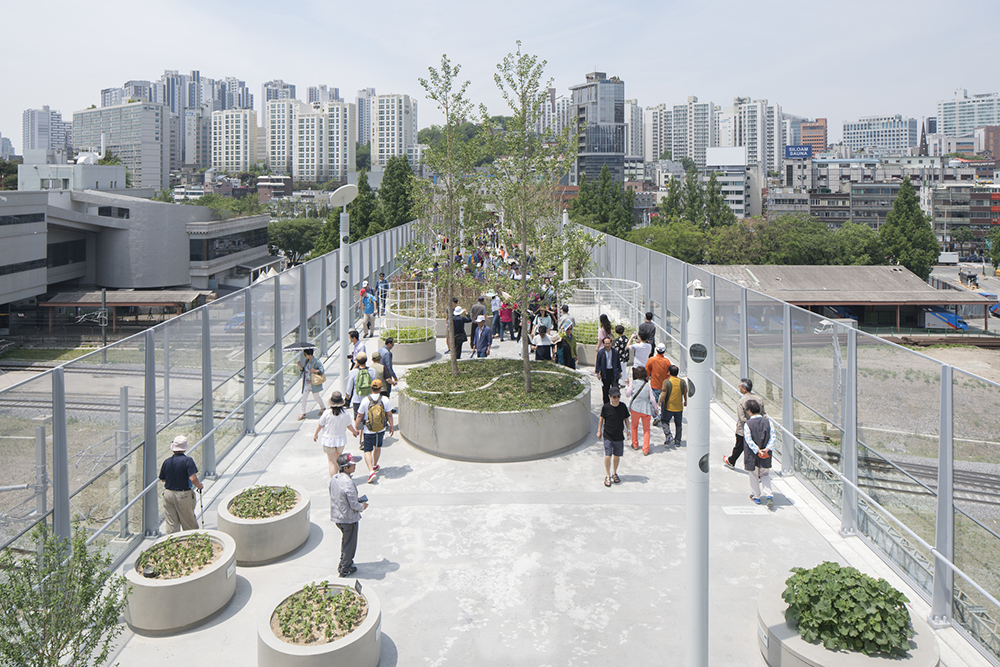 Seoullo 7017 is a new, above-ground park constructed across an old thoroughfare in Seoul, South Korea.