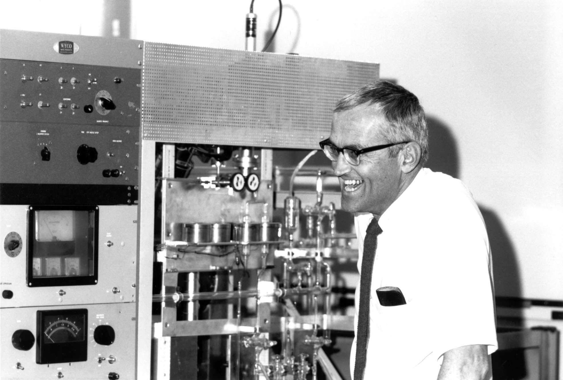 Clair Patterson in his lab.